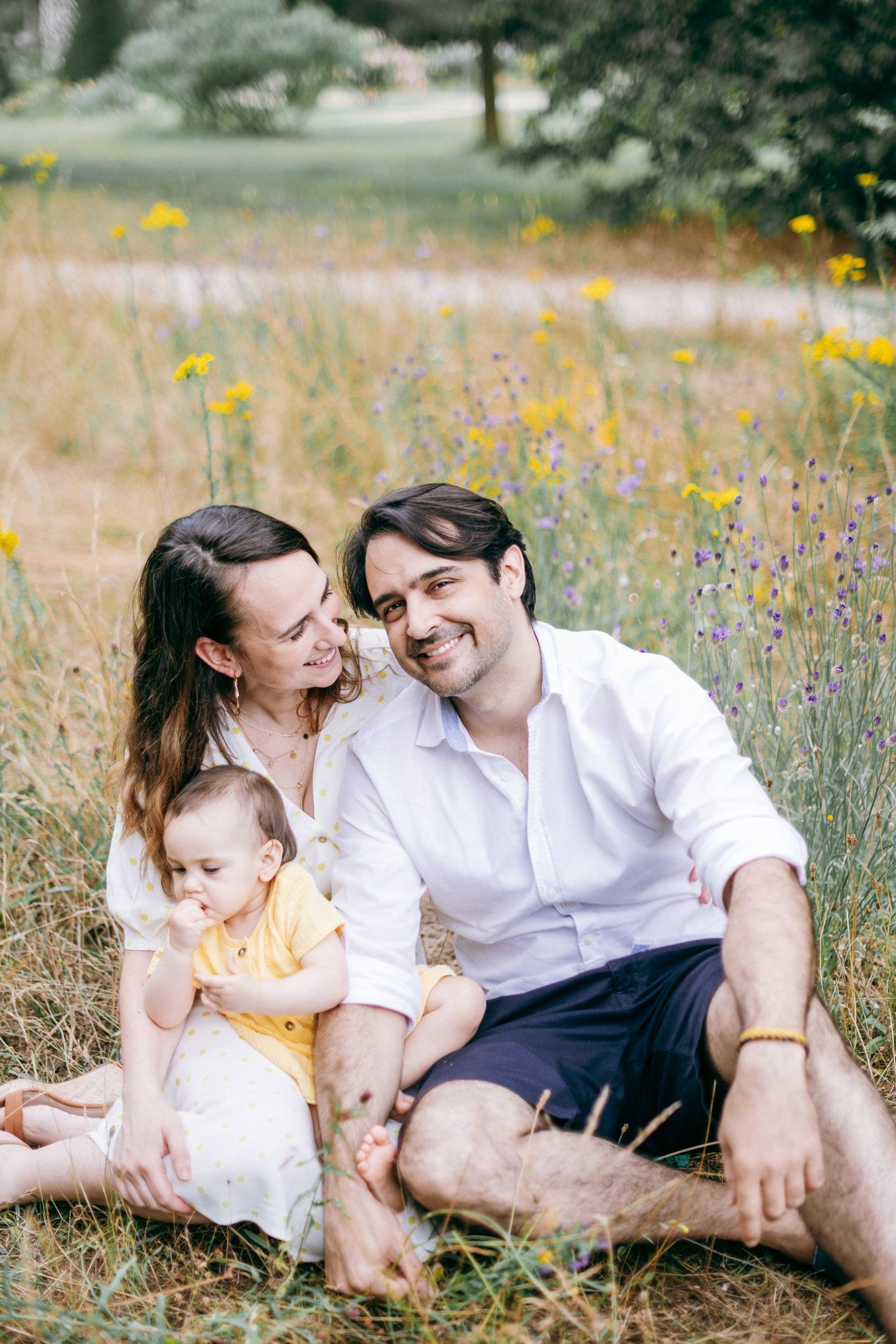 Vero et Andre et Maia-0105Photograhe shooting Famille parc Paris 75016