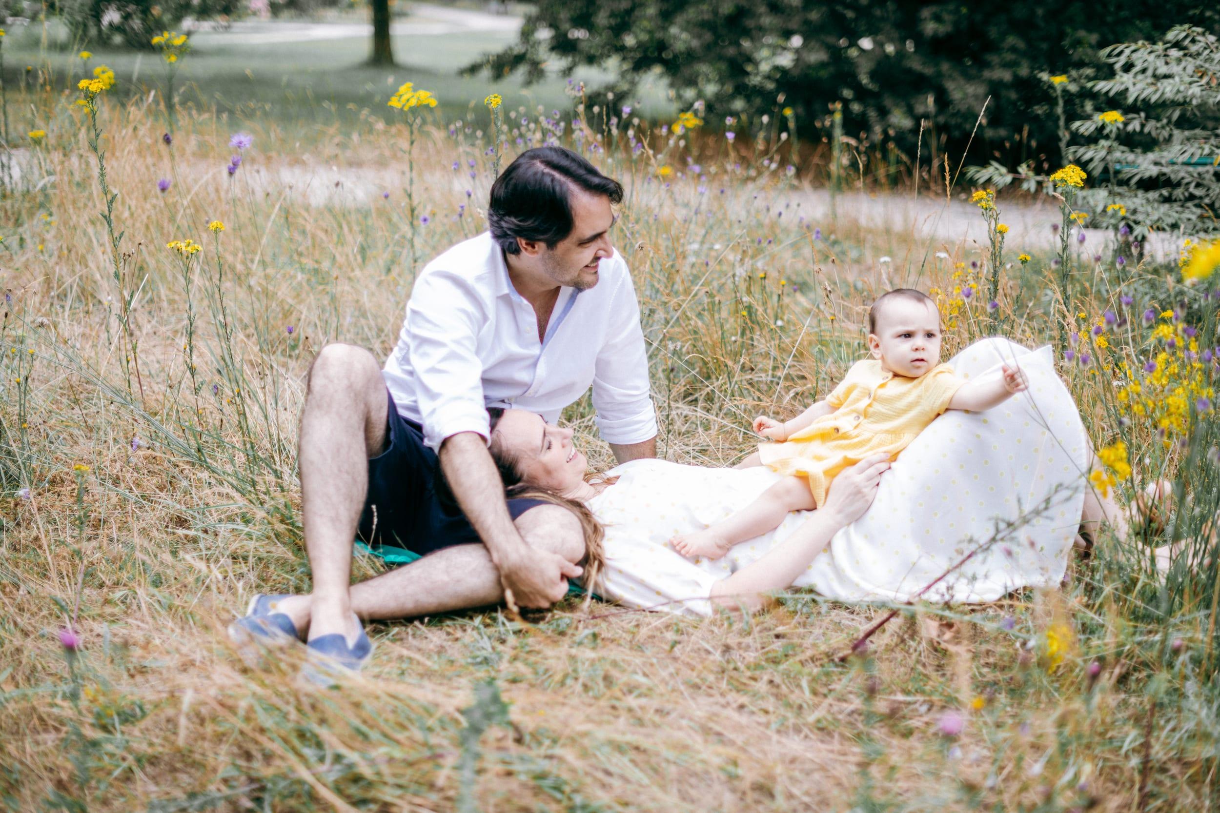 Vero et Andre et Maia-0110Photograhe shooting Famille parc Paris 75016