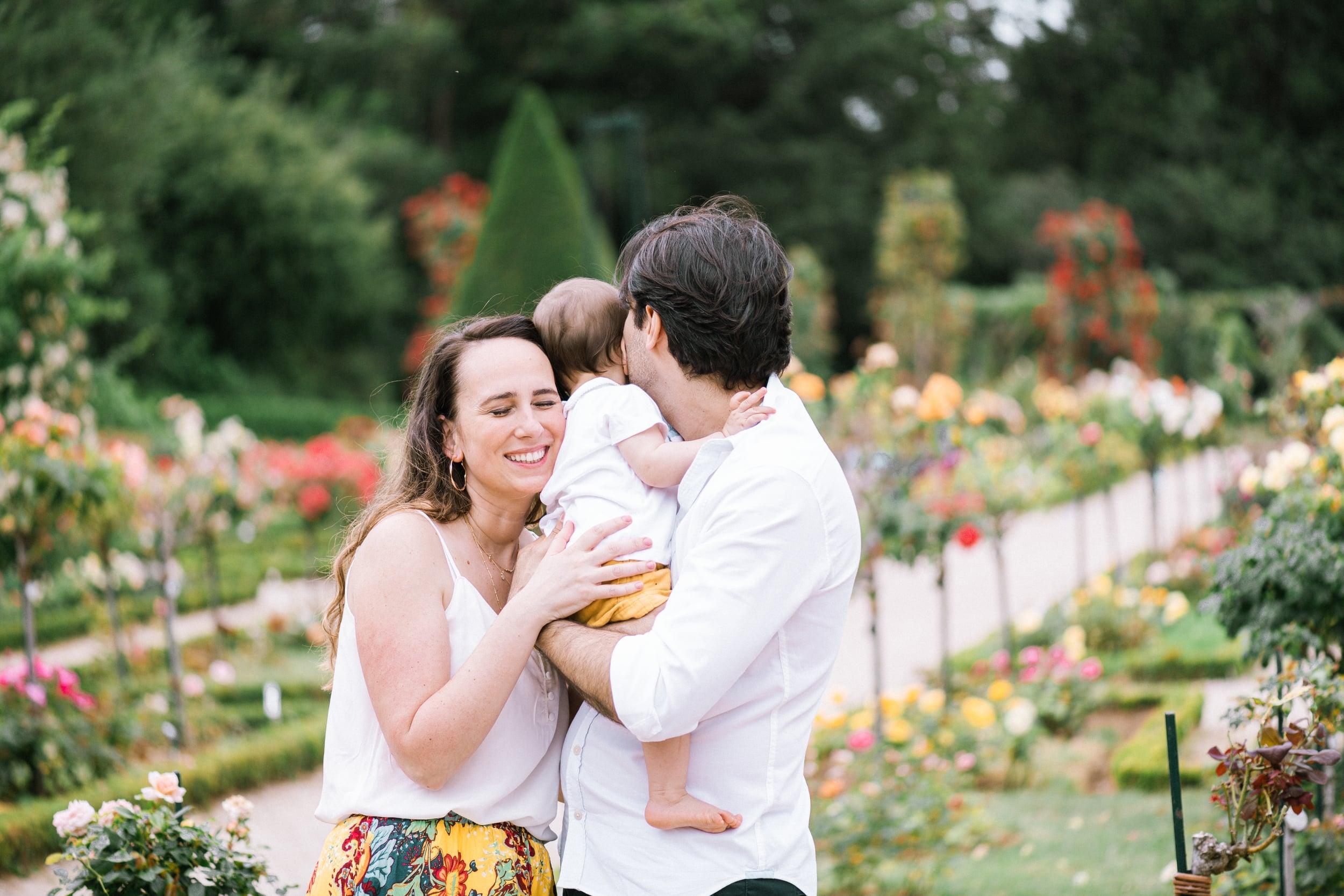 Vero et Andre et Maia-0329Photograhe shooting Famille parc Paris 75016