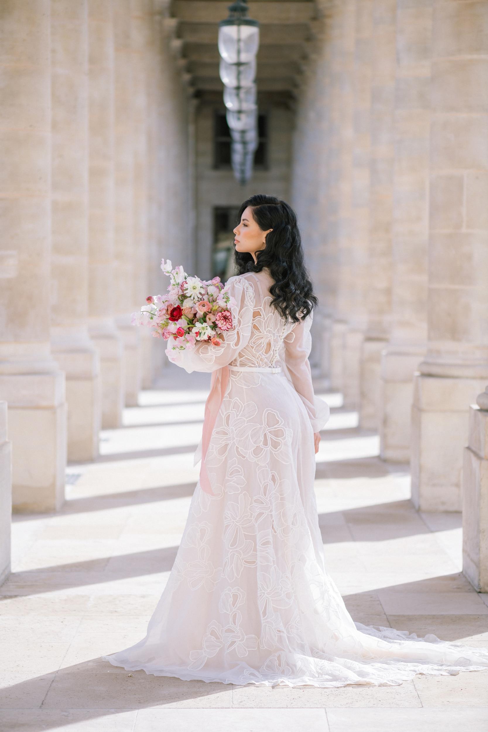 Anais-7916Photographe mariage paris louvre colonne de buren lina raziq