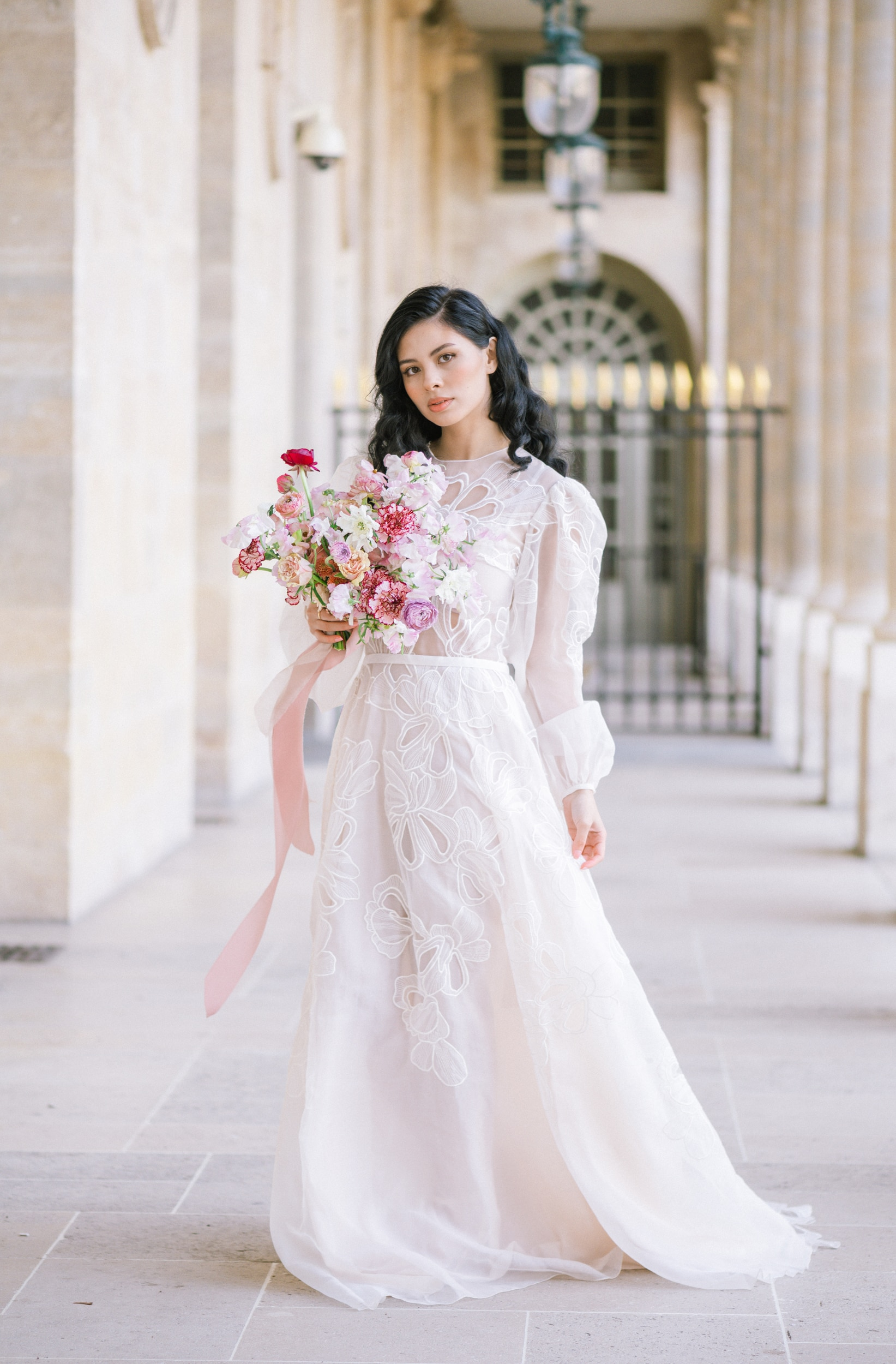 Anais-7994Photographe mariage paris louvre colonne de buren lina raziq