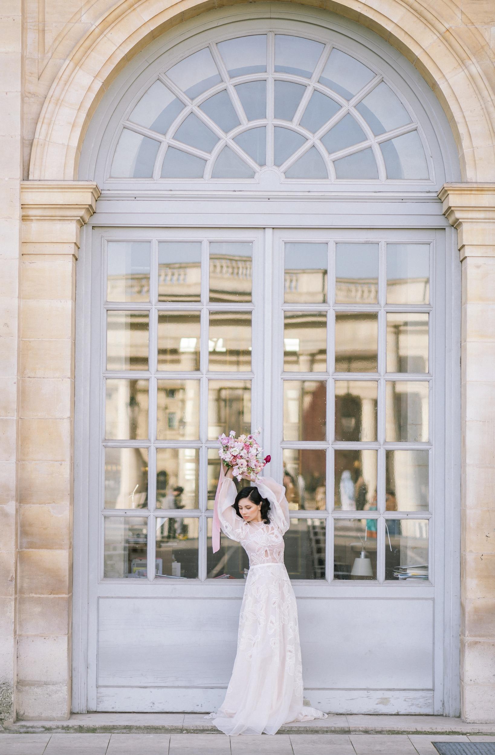 Anais-8042Photographe mariage paris louvre colonne de buren lina raziq